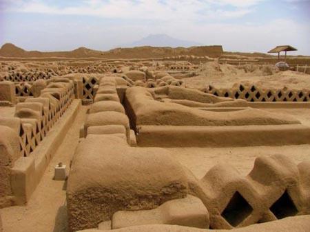 """世界上最大的土城昌昌古城是用""""混凝土""""建造的吗"""