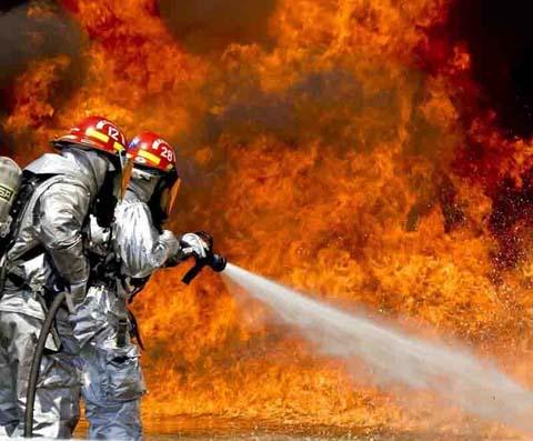 为什么热水灭火比冷水效果更好