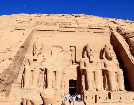 """新王国时期的法老为何选择葬于""""王陵谷""""而不再修建金字塔"""