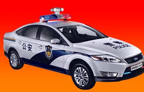 为什么警察去抓坏蛋的时候警车要亮灯还要鸣笛