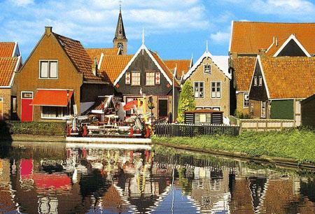 """荷兰的楼房竟然在水上""""漂着"""""""