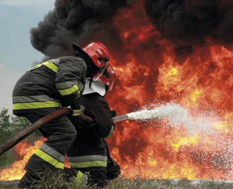 用冷水来灭火要比用热水更迅速吗