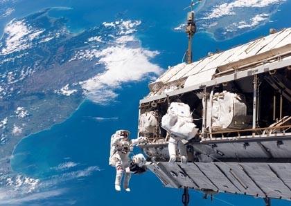 在太空中宇航员怎么称体重