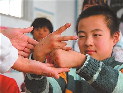 手语是全世界通行吗?不是!