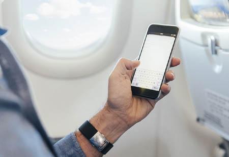 飞机上为什么禁止使用手机