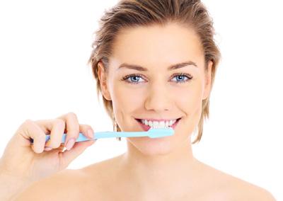 饭后立即刷牙不利于牙齿健康