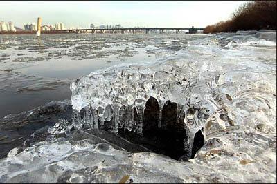 为什么清澈的水结成的冰总是浑浊的