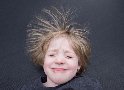 头发是如何带上静电的