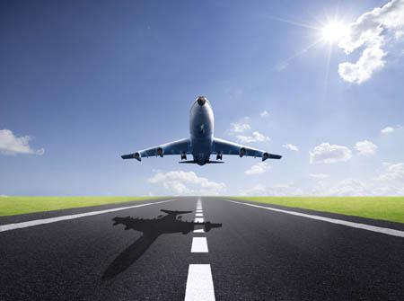 飞机起飞和着陆时什么风向最佳