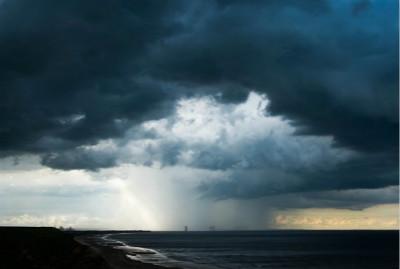 暴风雨前的宁静是怎么形成的
