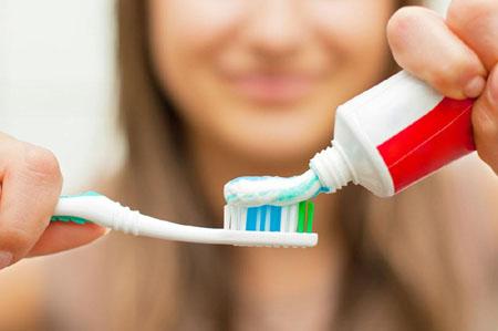 【辟谣】牙刷真的比马桶水还脏吗