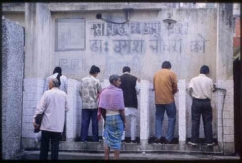 厕所—印度女人的摇钱树