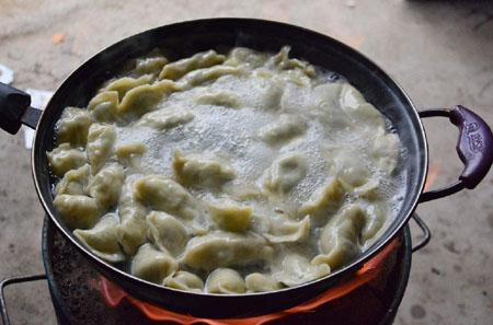 煮饺子的时候一直盖着锅盖好吗