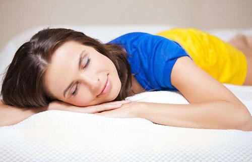 人在睡着的时候 为什么肌肉会突然不由自主地抽搐呢
