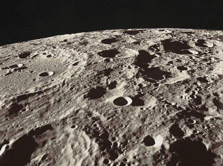 月球上为什么听不到声音