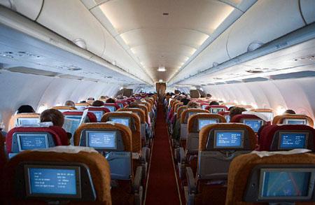 飞机起降时为什么要把椅背放直