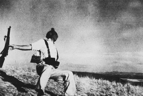 人类最伟大的战地记者是谁—罗伯特·卡帕