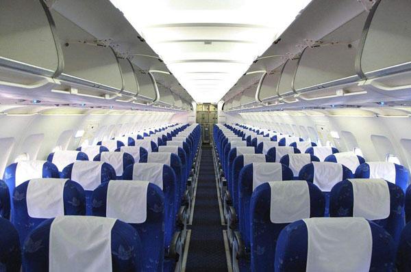 坐在飞机的尾部最安全吗