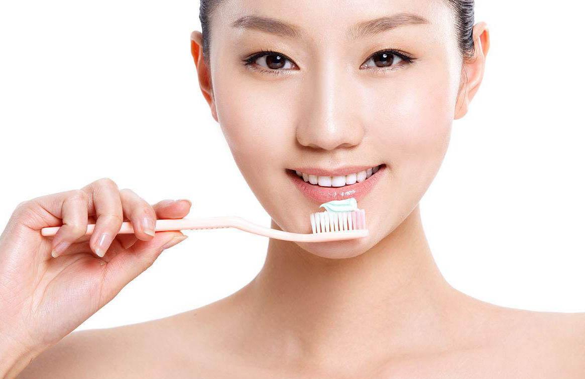 刷牙时泡沫越多刷得越干净吗?