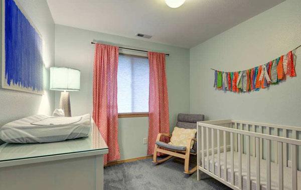 美国中学也设有育婴室