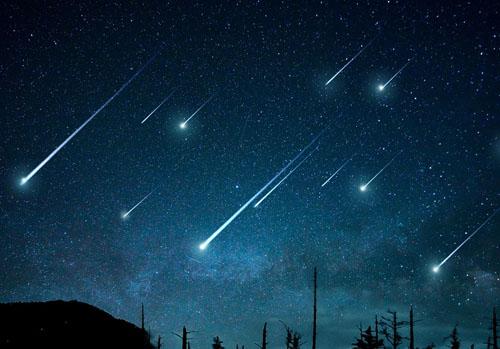 天空为什么会出现流星雨