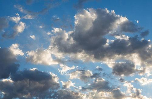 天空中为什么会有各种颜色的云