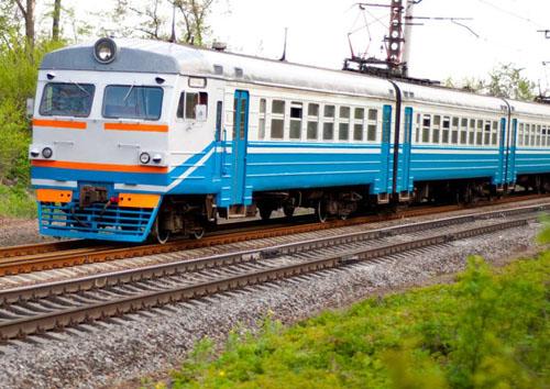 火车为什么要在钢轨上行驶