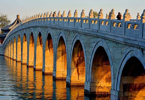 桥下面的桥孔是干什么用的