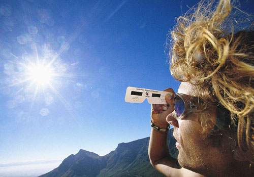 盯着太阳看会失明吗