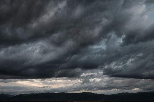 乌云为什么是黑色的