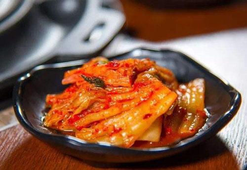 韩国泡菜就是辣白菜吗