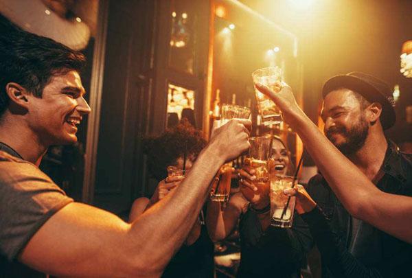 为什么音乐太吵的话喝酒速度会变快