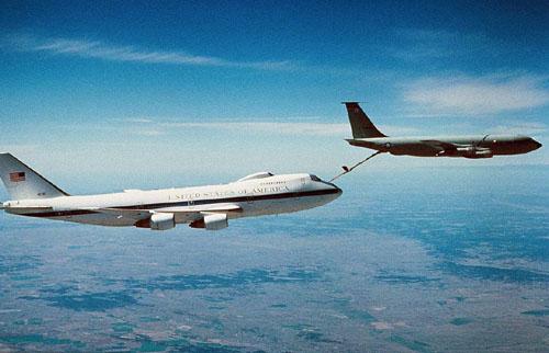 飞机空中加油是如何实现的