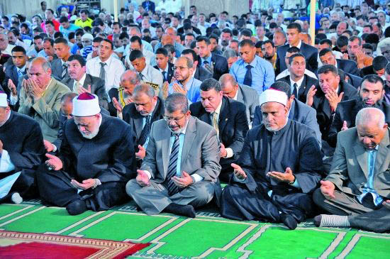 伊斯兰教徒斋月禁食的1个月内真的不吃东西吗