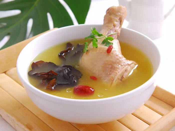 喝鸡汤真的有助于缓解感冒症状