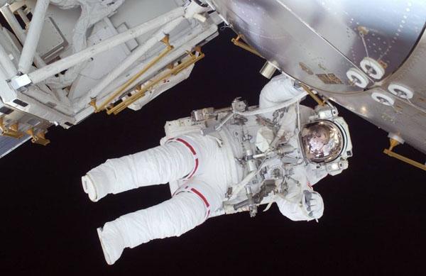 航天员太空行走如何上厕所