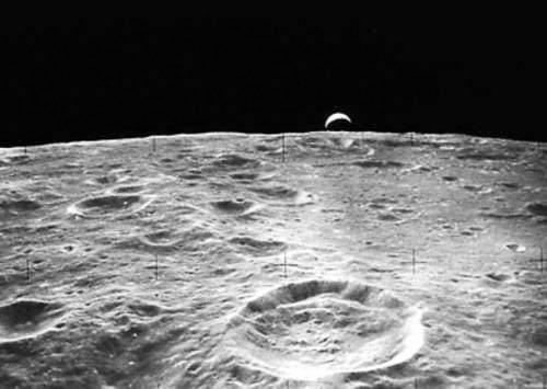 月球是空心的还是实心的