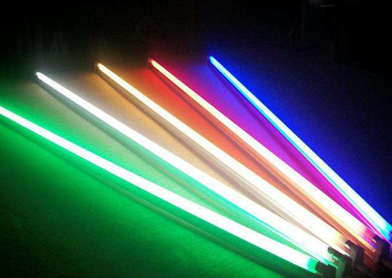 同样瓦数的荧光灯为什么比白炽灯亮