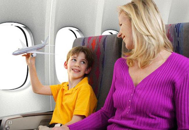飞机降落时嚼口香糖可以防止耳膜胀裂