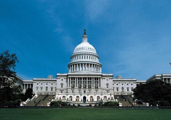 美国白宫被焚烧过才涂成白色的