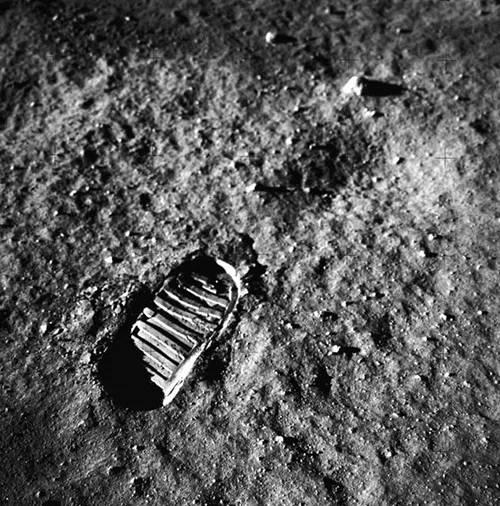 人类留在月球上的脚印还在吗