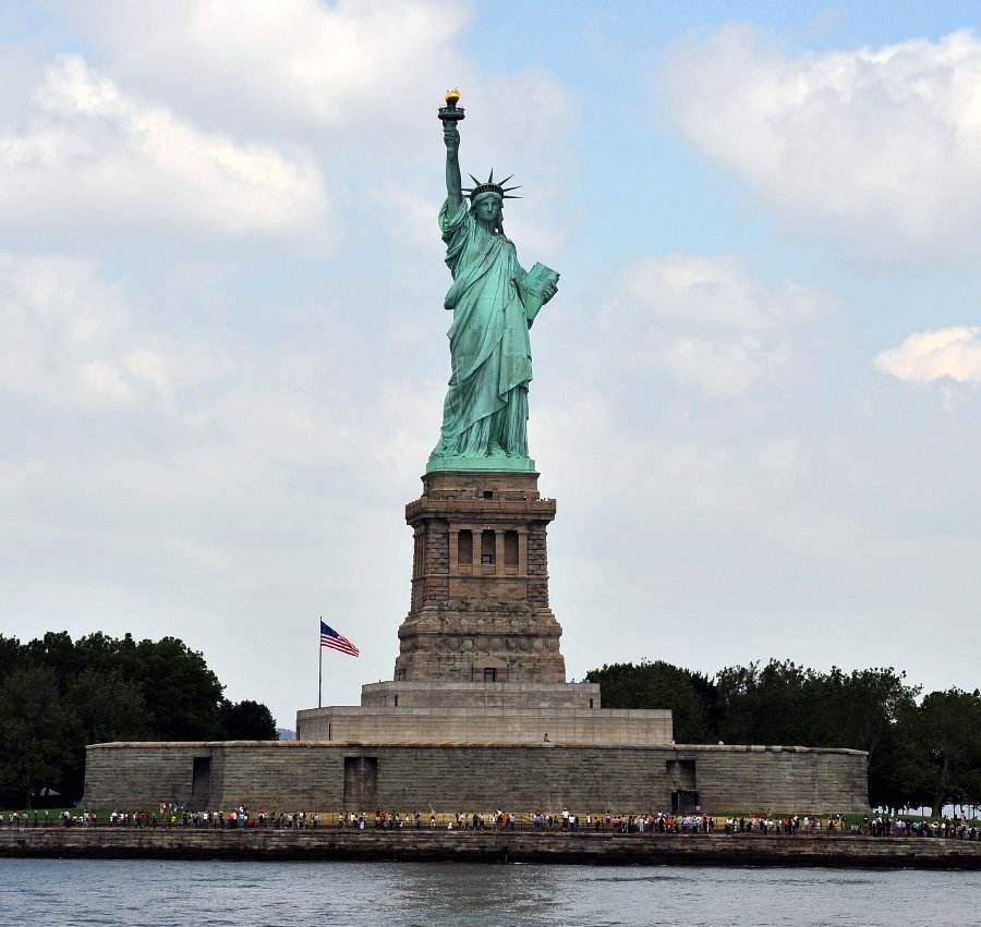 美国自由女神像是法国赠送的